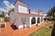 Villa avec 3 chambres à 120 m de la plage